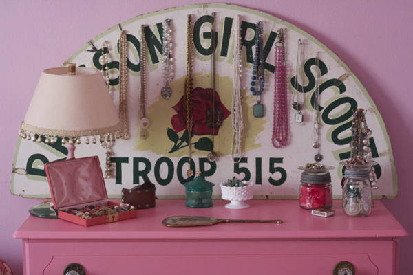 pink bedroom jewelry | shorts and longs | julie rybarczyk03