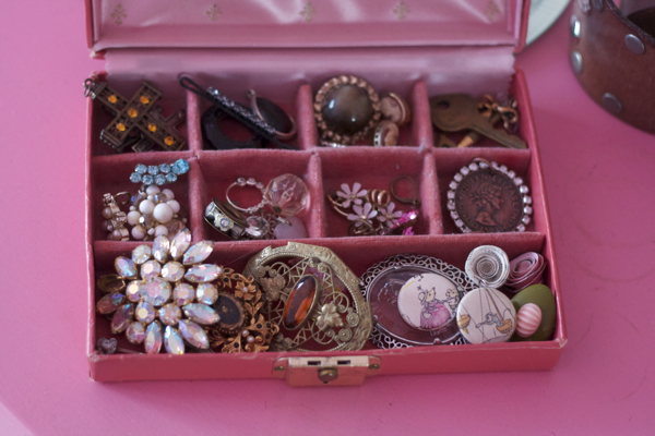 pink bedroom jewelry | shorts and longs | julie rybarczyk08
