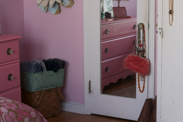pink bedroom jewelry | shorts and longs | julie rybarczyk17